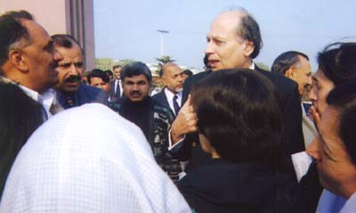 Mr Khalid Anwar, Law, Justice and Human Rights Minister of Pakistan speaking with the participants of the sit-in.