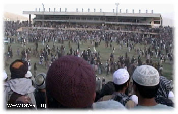 Around 4,000 people --many women and children-- watched the qasas