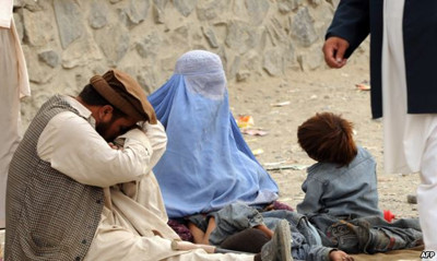 A family begs on the street in Kabul