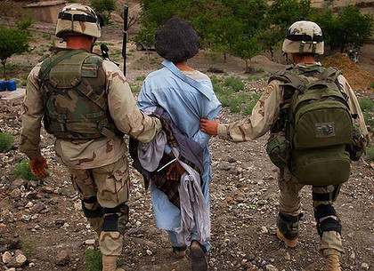 Afghan prisoner with US soldiers
