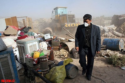 Iranian police bulldozing houses of Afghans in Shiraz