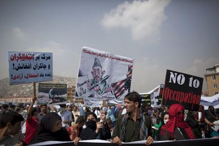 Hundreds of Afghans from the Hmbastagi party (Solidarity Party of Afghanistan) staged a protest to condemn the U.S.-led invasion, which will mark its 10th anniversary on October 7