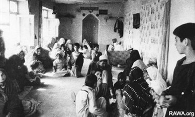 Families take refuge in old building in Kabul in 1992