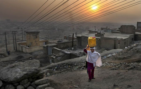 girl taking_water kabul