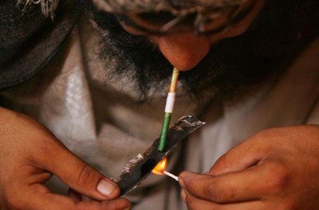 man_smoking_hashish_in_herat.jpg