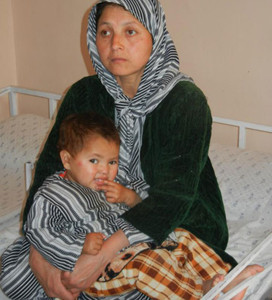 Mother and child addicted to drugs in Afghanistan