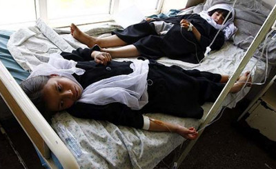 Schoolgirls are treated in an Afghan hospital May 12, 2009 after they took ill in Kapisa province, north of Kabul