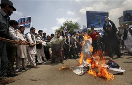Afghans protest against Afghans killed by Iran