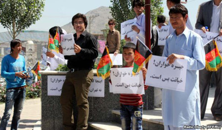 Young people demonstrate against Khomeini in Kabul on May 30