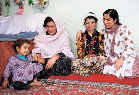 Samia with her family and Malalai Joya