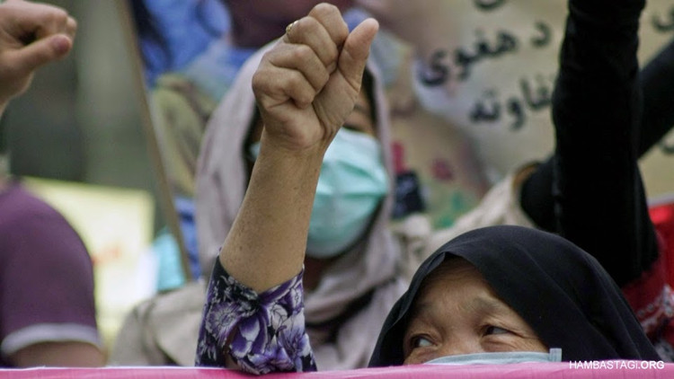 A mother in the protest of Solidarity Party of Afghanistan