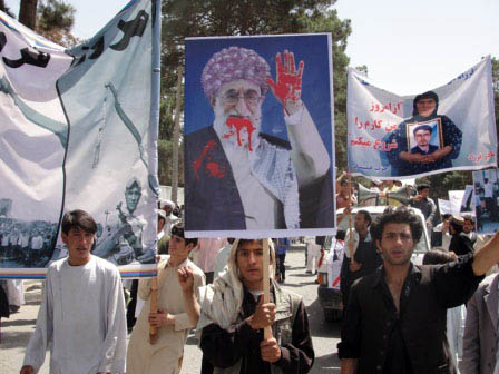 Protesters with photo of Khamenei