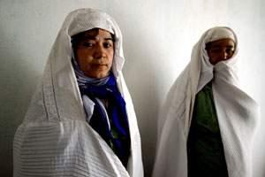 Taj Niaz and her mother
