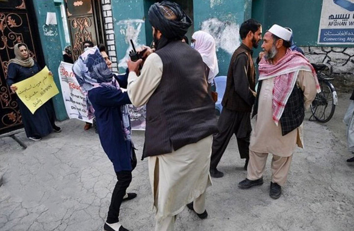 Taliban stop Afghan women protesters