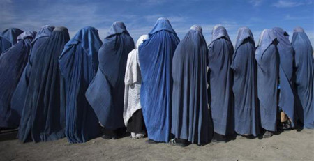 widows_in_burqa_afghanistan.jpg