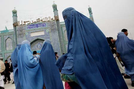Women in burqa in Mazar-e-Sharif