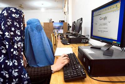 Women using Internet in Afghanistan