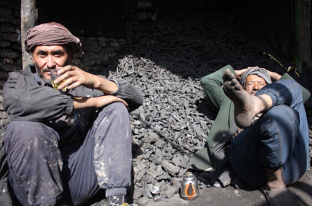 workers_drink_tea_afghanistan.jpg